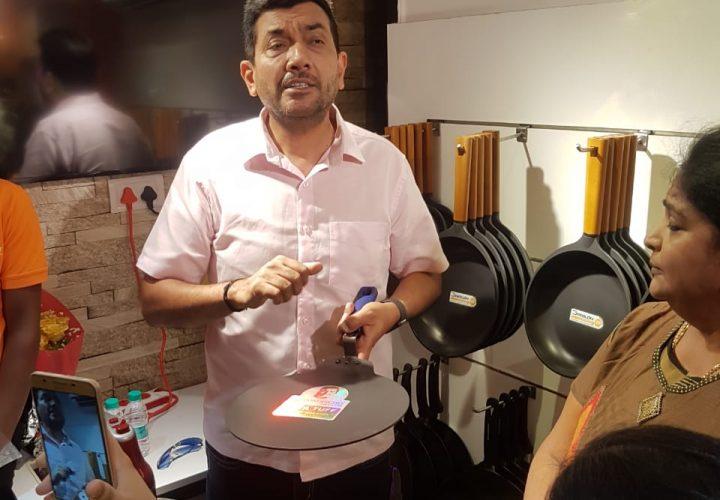 """Chef Sanjeev Kapoor Unveils Wonderchef Atta Kneader """"Revo"""""""